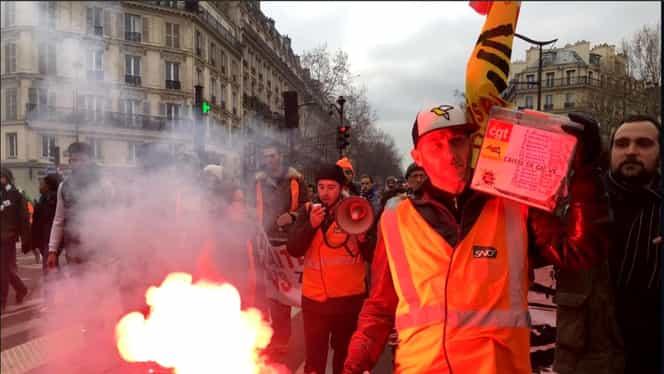 """Noi violențe la Paris, la un protest al """"Vestelor Galbene"""" împotriva reformelor din sistemul de pensii. Video"""