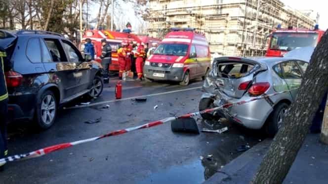 Accident în lanț, în București! Șapte autoturisme s-au făcut praf! Circulația este blocată!