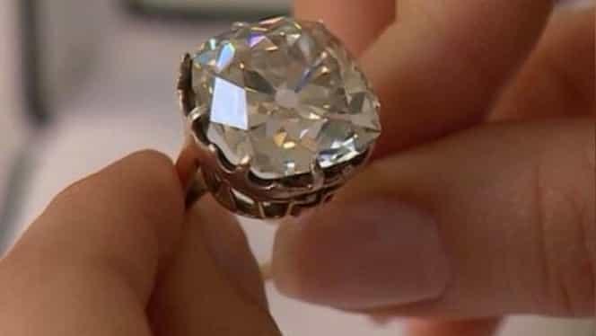 O femeie a aflat după 40 de ani secretul ascuns în spatele inelului pe care îl cumpărase la preț de nimic! Descoperirea a lăsat-o fără cuvinte