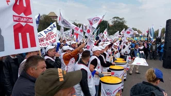 Sindicatele scot mii de oameni în stradă pentru demiterea Guvernului Tudose!