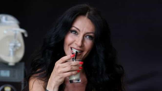 Mihaela Rădulescu şi-a arătat lenjeria intimă la un eveniment