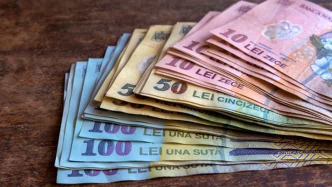 Al 13-lea salariu! Cine încasează bani în plus de Sărbători