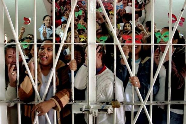 Cum arată închisoarea în care e închisă Udrea! FOTO și Video din locul de coșmar
