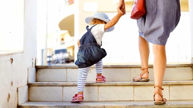 Fetiță de 4 ani din Craiova dată afară de la grădiniță, chiar de ziua ei! Educatoarele, deranjate de energia micuței