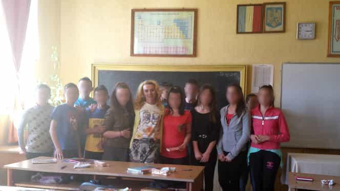 Scandal de proporţii într-o şcoală din Argeş. Elevii nu se pot concentra cu ochii la portjartierul profesoarei de româna!