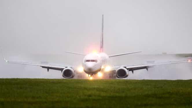 Declarația Ryanair. Ce substanță a ajuns, din greșeală, în sistemul de climatizare al avionului care s-a umplut de fum