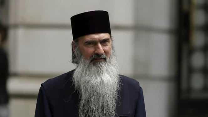 Gest controversat la Arhiepiscopia Tomisului! IPS Teodosie a împărtășit sute de enoriași cu aceeași linguriță