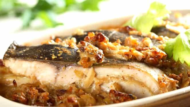 Reţeta de weekend: cel mai delicios peşte la cuptor. Se găteşte simplu şi rapid