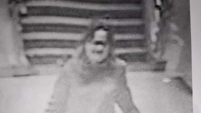 """Foto. O altă femeie crează panică la metrou. """"Sunaţi la Poliţie dacă o vedeţi!"""""""