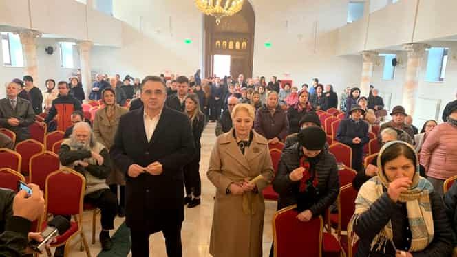 Viorica Dăncilă, ironii la adresa lui Klaus Iohannis. I-a aprins președintelui o lumânare la biserică. Video