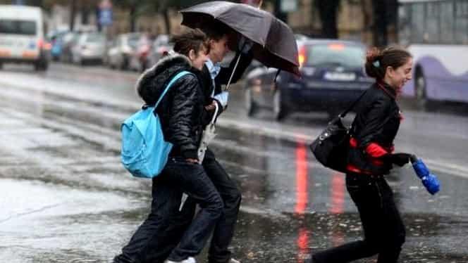 ANM a emis prognoza meteo pentru luna noiembrie. Se anunţă frig şi ploi abundente