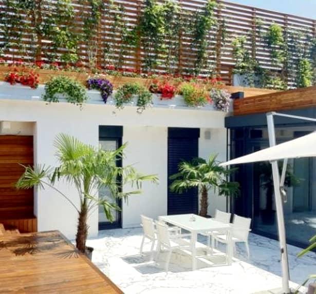 Cum arată casa miliardarului Ion Ţiriac! Numai baia are suprafaţa a patru apartamente! Vezi imagini de senzaţie! GALERIE FOTO