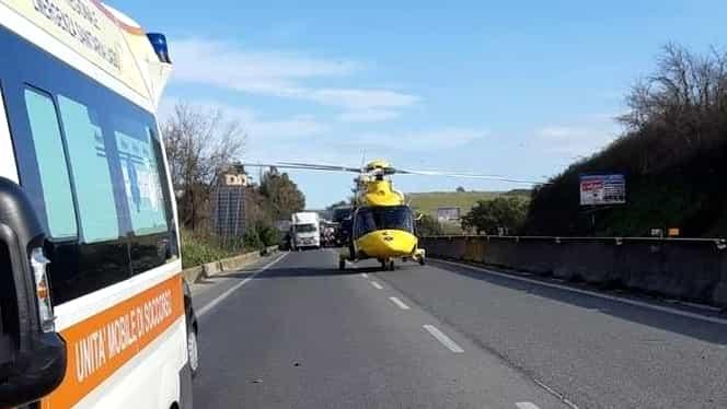"""Coșmar pe o autostradă din Italia, unde o româncă a oprit disperată o patrulă de poliție. """"Ajutor, i-au tăiat gâtul"""""""