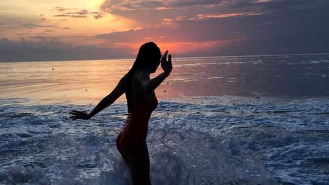 O vedetă autohtonă şi-a expus trupul perfect, departe de ţară. Imagini de senzaţie!