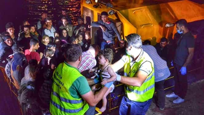 Operaţiune de salvare pe Marea Neagră! 150 de migranţi, salvaţi de Poliţia de Frontieră
