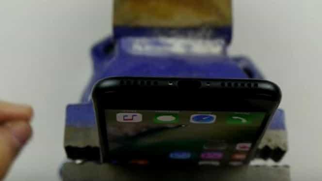 VIDEO. Viralul momentului! Cum găseşti portul clasic pentru căşti la noul iPhone7