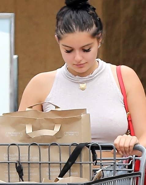 Paparazzii au fotografiat-o pe faimoasa cântăreaţă la supermarket. S-a văzut TOT