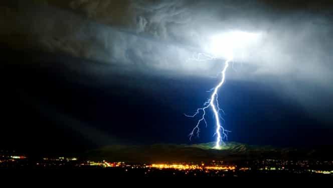 Două atenționări cod galben, emise de meteorologi! Zonele afectate de ploi și furtuni