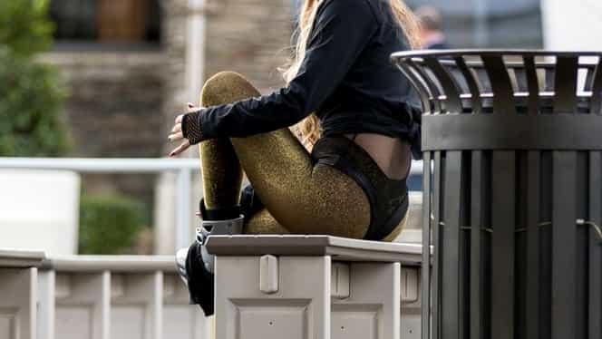 Imagini interzise cardiacilor! Cum a venit îmbrăcată această blondă la patinoar!