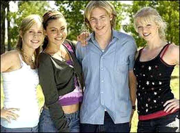 Top 11 seriale cu adolescenți, despre adolescenți. Toți tinerii mileniali le urmăresc!