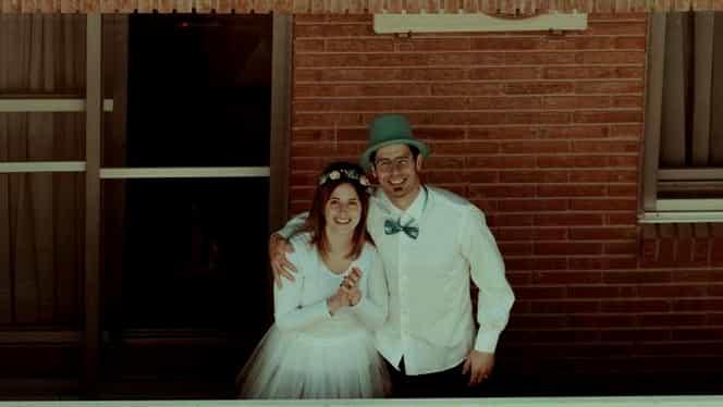 Căsătorie inedită în Spania! Doi îndrăgostiți și-au unit destinele pe balconul casei, după ce nunta le-a fost anulată din cauza virusului
