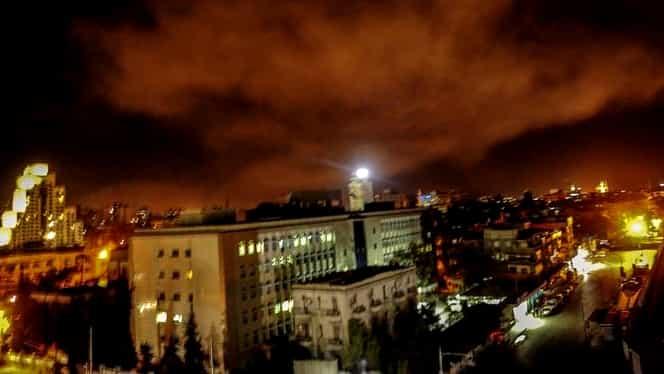 Video! Primele imagini de la atacul american în Siria! Pentagonul ar fi lovit doar ţinte care adăposteau arme chimice. Reacţia lui Bashar Al-Assad!