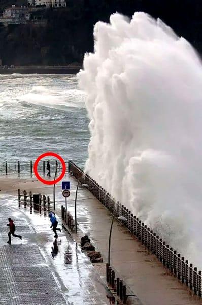 Fotografii rare care taie respirația. O secundă înainte de... dezastru! Priviți și cruciți-vă! (42)