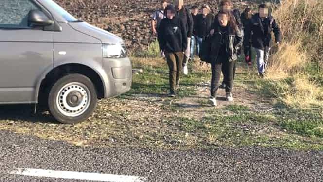 Român, reţinut după ce a fost prins de poliţiştii din Timişoara în timp ce transporta 20 de migranţi!