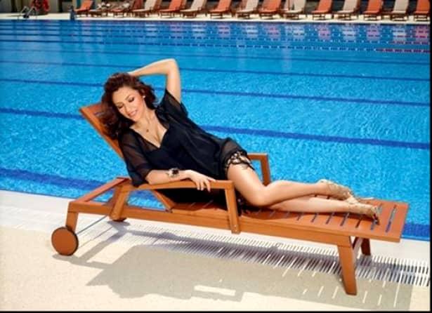 Fanii au acuzat-o pe Andra că face abuz de photoshop. Adevărul este că imaginile cu ea în costum de baie sunt foarte rare