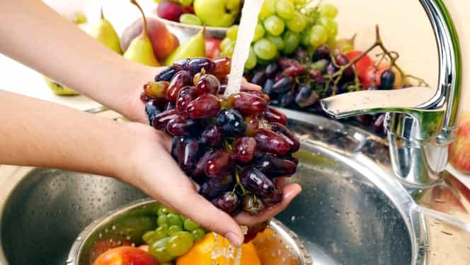 Ce se întâmpă dacă speli fructele cu bicarbonat de sodiu. Procedeul care te scapă de orice risc
