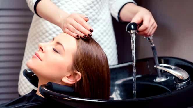 Ce se întâmplă dacă foloseşti bicarbonat de sodiu atunci când te speli pe cap