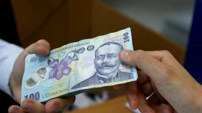 Leul e pus la zid. Euro si dolarul, in crestere