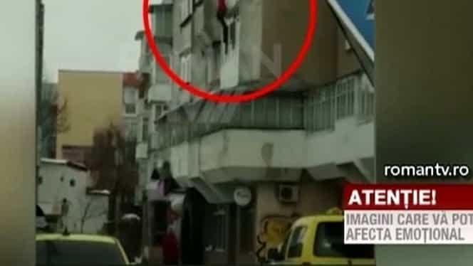 Video de coşmar! Un şomer din Roman şi-a aruncat tatăl de la etajul trei!