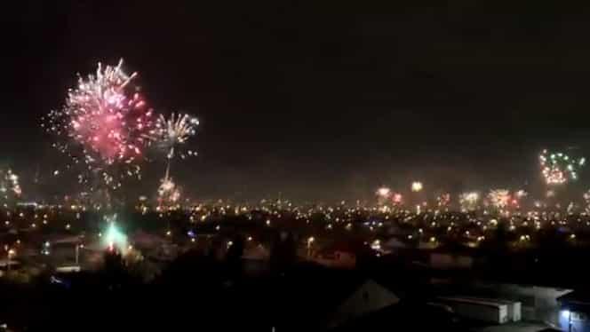 Cel mai tare foc de artificii EVER! ??✨N-ați mai văzut așa ceva! Bucureștiul a strălucit!!! VIDEO de senzație
