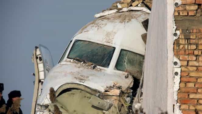 Un avion cu 100 de oameni la bord s-a prăbușit în Kazahstan. Cel puțin 15 morți VIDEO / UPDATE