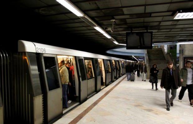 Metroul, blocat luni dimineață! Probleme tehnice sau sinucidere?