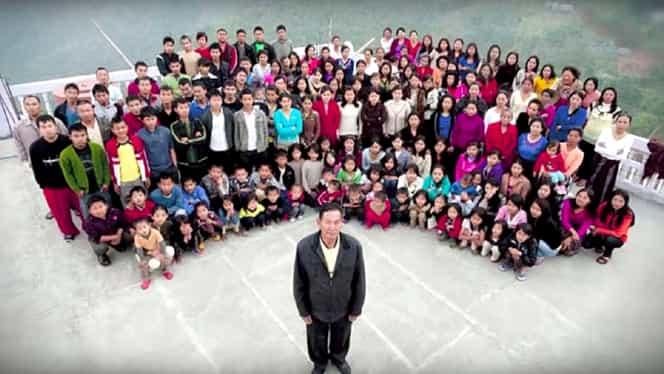 Cea mai mare familie din lume! S-a însurat cu 39 de femei şi are 94 de copii! Toţi trăiesc în aceeaşi casă!