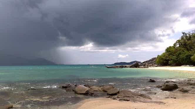 Prognoza meteo pentru duminică, 19 august: Vremea va fi instabilă, cu ploi violente