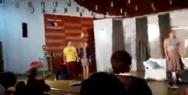 Imaginile de la sfârșitul piesei de teatru, înainte ca Busu să ajungă de urgență la spital