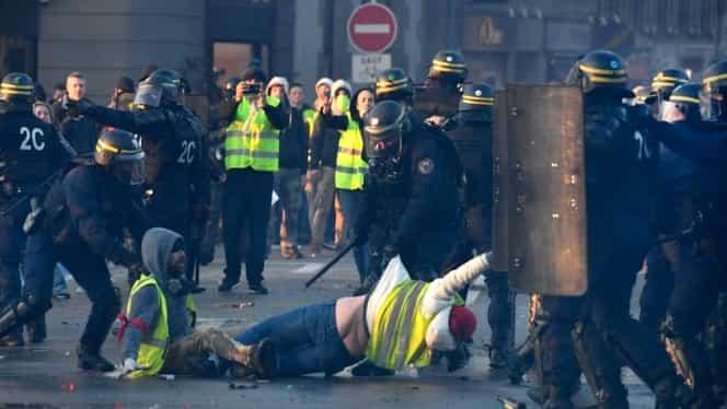 """Proteste fără precedent în Franţa: 244.000 de oameni au ieşit în stradă! """"Ne gazează"""""""