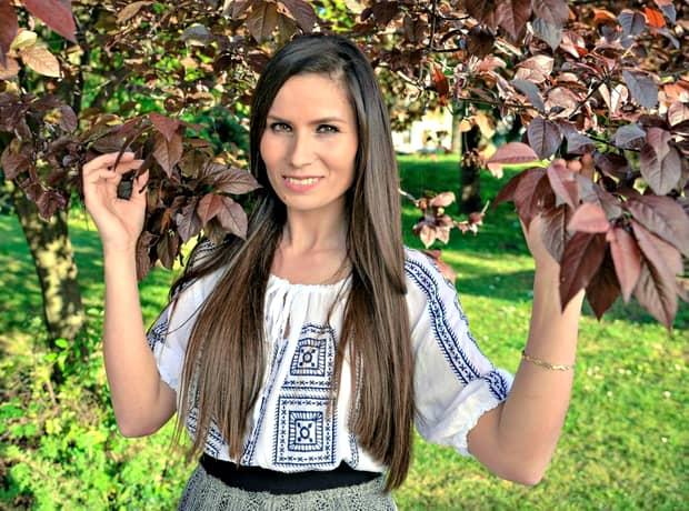 Ce lucrează în viața de zi cu zi cea mai frumoasă cântăreață de muzică populară, Daniela Ploia