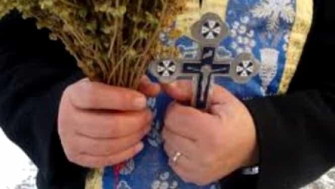 Dezvăluiri uluitoare, câți bani au câștigat preoții de la credincioși, de Bobotează! Cine a făcut 6.000 de euro