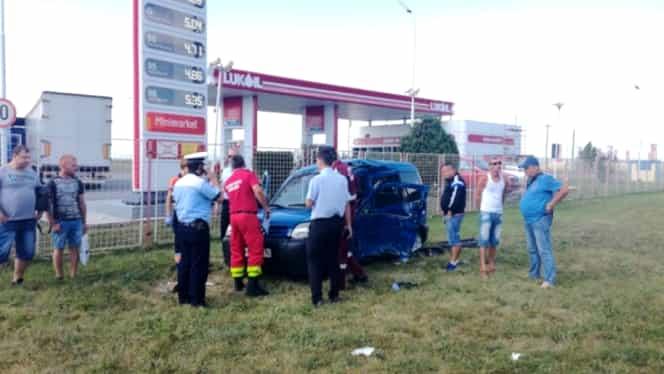 Autobuz cu 50 de persoane, implicat într-un accident rutier la Ploieşti! Victima nu a avut nicio şansă! FOTO
