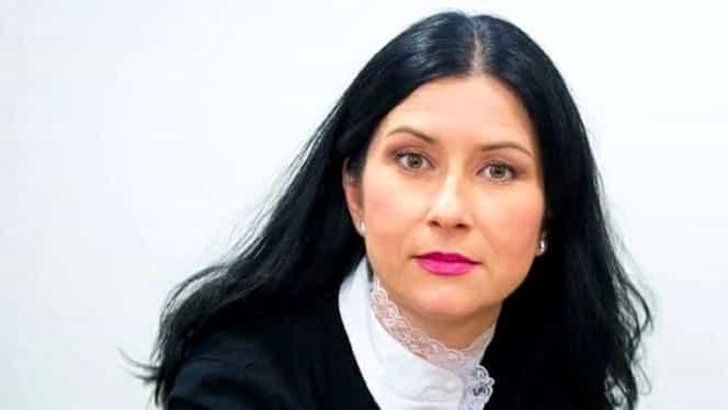 """Crina Dobre, fost președinte PNL Diaspora, mesaj controversat pentru românii care au blocat Vama Nădlac: """"Bine ați venit acasă! Ne vom descurca împreună, țuică să fie!"""""""
