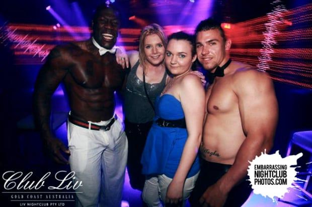 Scene incredibile azi-noapte într-un club din capitală! Nesimţire fără margini. GALERIE FOTO