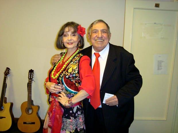 """Pe numele său real Marina Alexandrovna Nicolskaia, artista s-a născut pe3 septembrie1936, la Ivanovo, în fosta URSS. Ea a ajuns în România, după ce și-a cunoscut soțul, pe Marcel Voica, la facultate. A venit cu el în țară și aici și-a construit o carieră fulminantă. """"Cand sunt vesela si bine dispusa, ma simt eu pe mine ca sclipind de tinerete. Iar varsta, in sine, nu ma sperie. Pentru ca, sufleteste, ma simt la fel de tanara. Ceea ce nu-mi place la varsta asta e ca imi arata ca se apropie timpul cand viata mi se va termina, iar eu ideea asta nu o accept. Urasc moartea. O urasc cu toata fiinta mea. Gandul asta imi da uneori nopti de insomnie. Dar apoi vine dimineata, ies in gradina, il iau in brate pe Vasea, pisicutul meu, si incep o noua zi..."""", spunea Marina Voica, acum ceva timp, pentru """"Formula AS""""."""