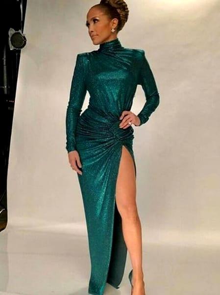 Jennifer Lopez arată senzațional la aproape 50 de ani. Încă își mai păstrează formele care au făcut-o celebră Galerie FOTO