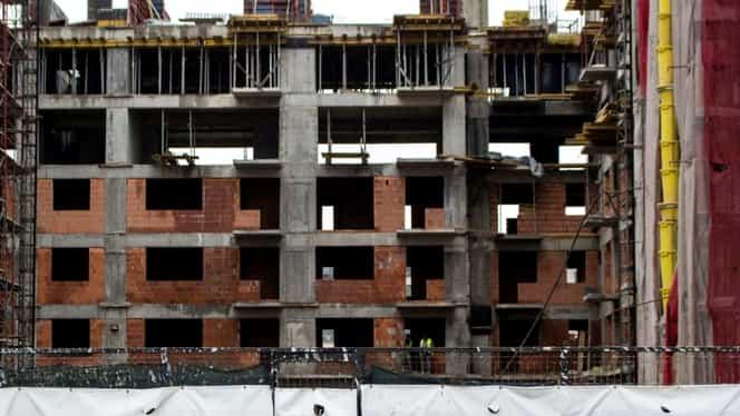 Un agent de pază a decedat, după ce a căzut în puţul liftului unui bloc aflat în construcţie