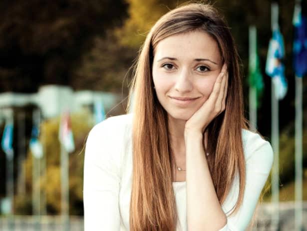 Cel mai cunoscut IT-ist român este…o fata sexy! Tînăra de 28 de ani a devenit profesor la Universitatea Berkeley California!