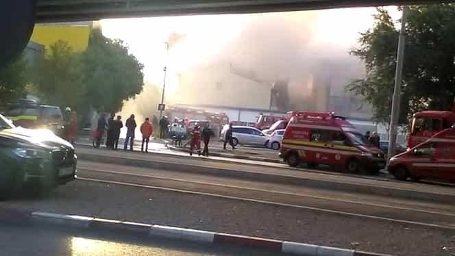 FOTO. Incendiu la un azil de bătrâni din Bucureşti! O persoană a decedat, alte 19 au fost transportate de urgenţă la spital! Şi un pompier afectat